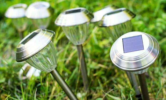 how to clean solar panels on garden lights