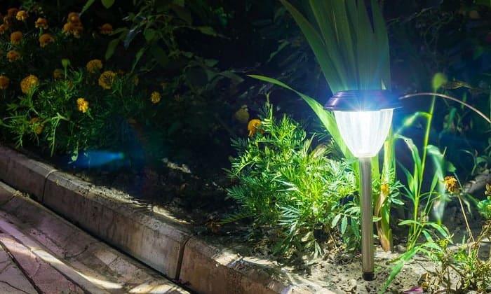 bright-solar-lights-for-shade