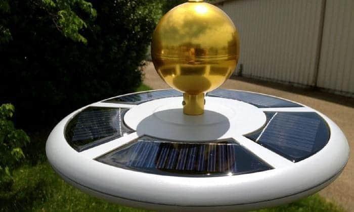 best-solar-powered-flagpole-light
