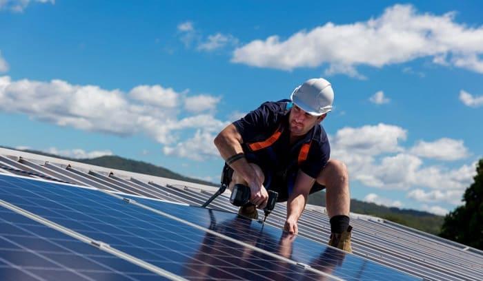 how much power does a 300-watt solar panel produce
