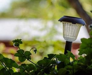 Clean-cloudy-plastic-solar-lights