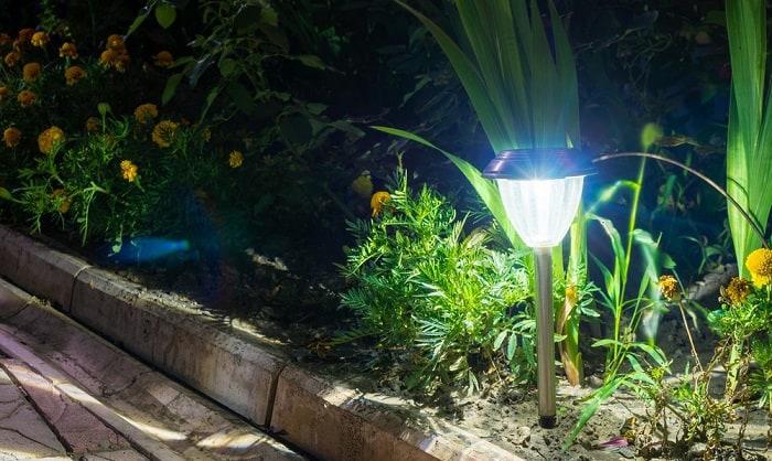 diy-landscape-light-stakes