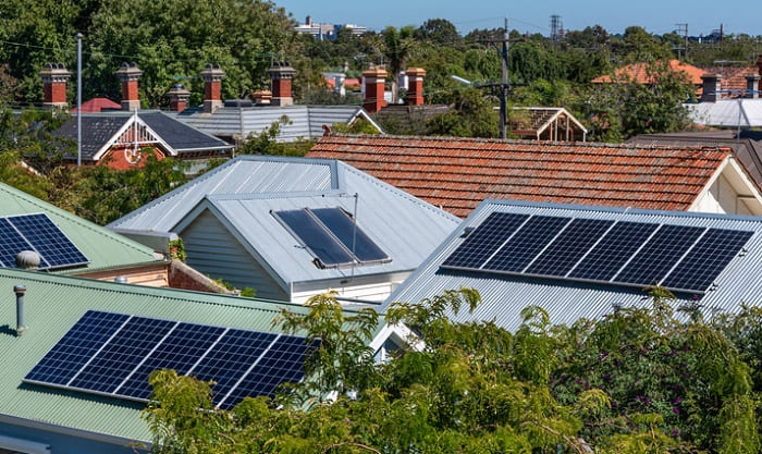 how to use solar panels during a power outage