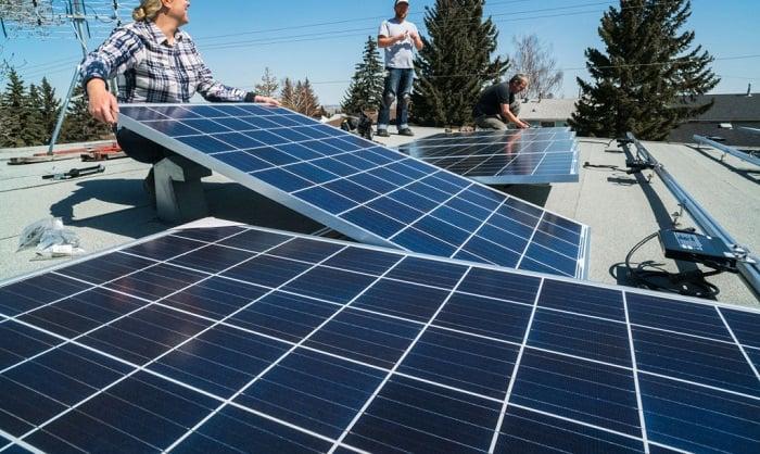 install-solar-panel-on-roof