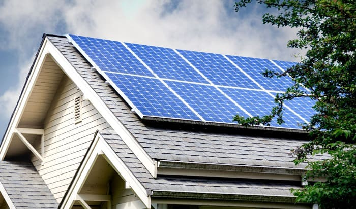 solar-panels-during-power-outage