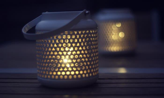 solar-powered-lanterns